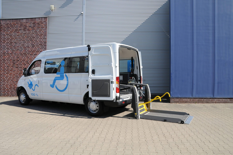 Ford Transit mit Rollstuhllift